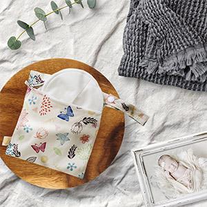 Organic nursing pads for breastfeeding in waterproof pouch