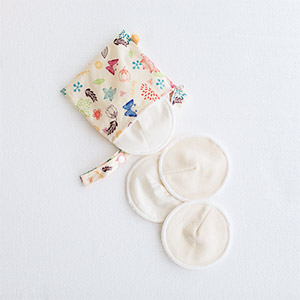 Organic breast pads 8 pack with pouch