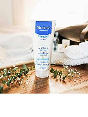 Gentle daily cleanser for hair and body, moisturizes skin, hypoallergenic, natural formula tear-free